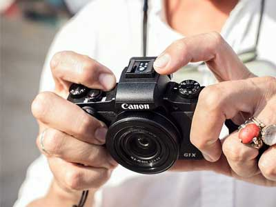 Man holding the Canon G1X Mark III
